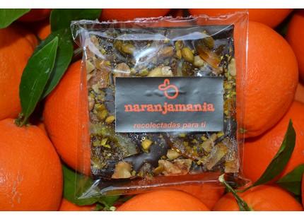 Tablet Schwarze Schokolade mit Nüssen und kandierten Orangen 120gr.